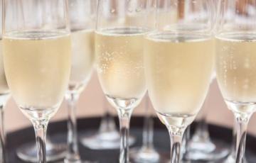 """A pezsgőfogyasztást népszerűsíti a """"PEZSEGJ SZABADON!"""" kampány"""